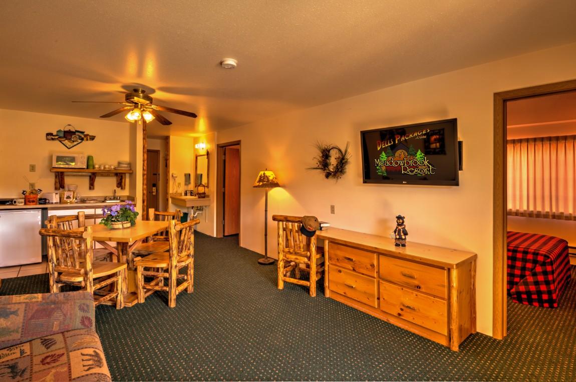 Rooms Amp Suites Meadowbrook Resort In Wisconsin Dells
