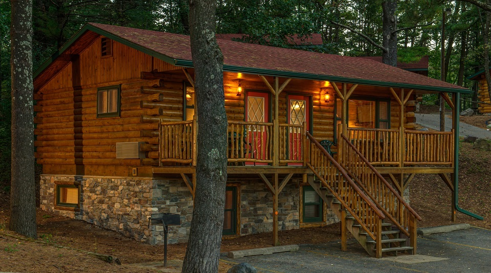 The Cabins at Meadowbrook Resort & DellsPackages.com in Wisconsin Dells