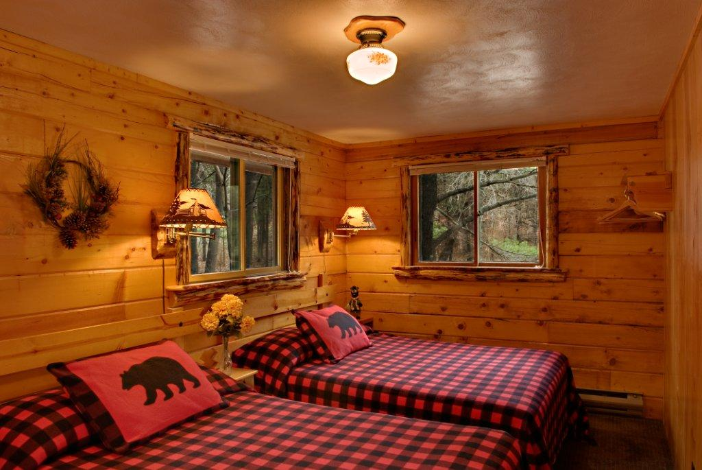 Log Cabins - Meadowbrook Resort in Wisconsin Dells ...